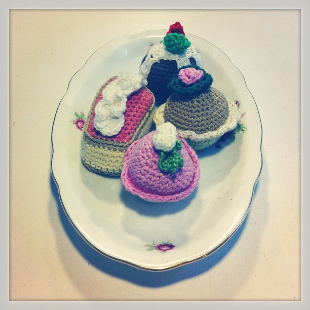 Girly shop, with coffee, cupcakes and knitted cupcakes!